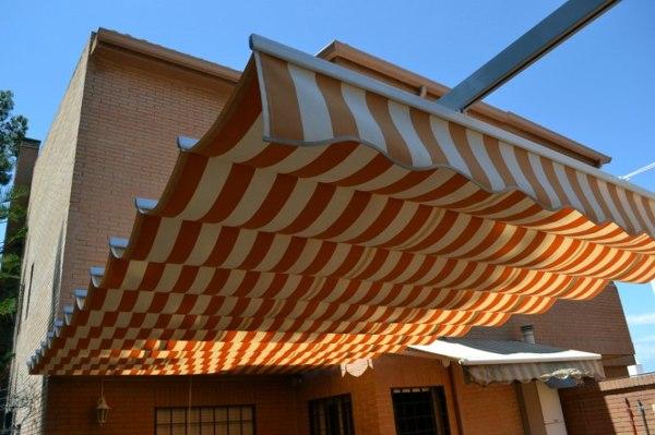 Foto toldo plano ondas de persianas y toldos de la cruz for Toldo corredizo guias