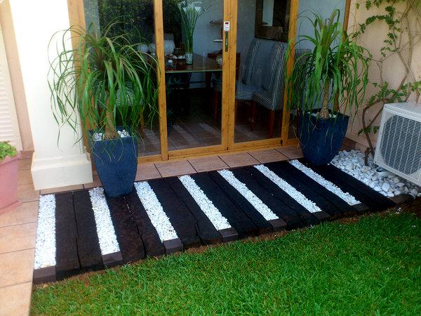 Foto traviesas de haya y grava marmolina de jardines - Traviesas de tren para jardin ...