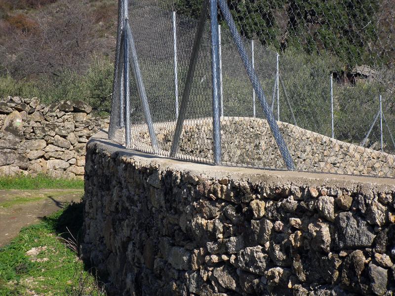 Foto vallado de piedra y maya de trambex desbroces y for Vallado de fincas precio
