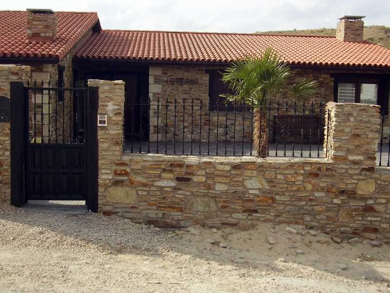 Foto vallas de piedras de construir reformar crear for Casa minimalista tarragona