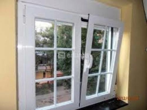 Foto ventana aluminio 2 hojas oscilobatiente de for Ventana oscilobatiente precio