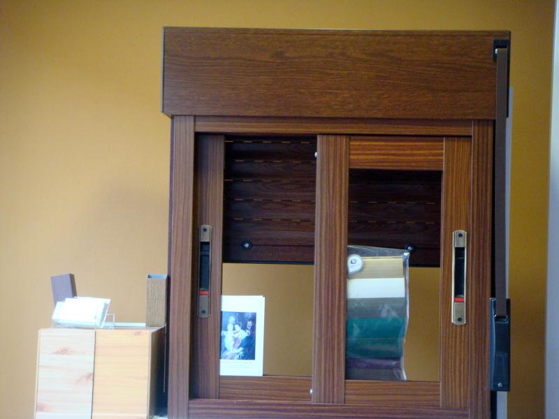 Foto ventana corredera imitacion madera de pedro fuentes for Ventanas de madera precios en rosario