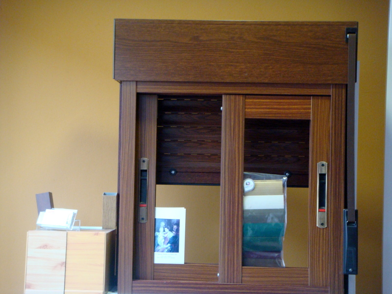 foto ventana corredera imitacion madera de pedro fuentes
