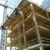 Montar andamio en vivienda en construccion
