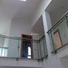 Realización e instalación de una baranda interior de madera