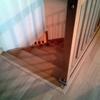 Pulir parquet de habitaciones y pasillos unos 30 m2 y pulir 12 peldaños de una escalera de madera
