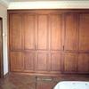 Un armario de pvc con puertas