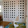 Un armario lacado en blanco