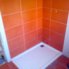 Poner azulejos y platos de ducha en 2 baños pequeños (mano de obra).