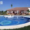 Construcción unifamiliar con piscina