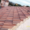 Poner las tejas en tejado nuevo