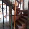 Alicatado, solado y colocación de escalera en casa unifamiliar aislada