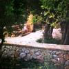 Levantar muro de ladrillo forrado de piedra