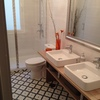 Lacar frente bajo lavabo, cuarto de baño