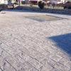 Poner un suelo en un patio de cemento impreso