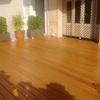 La instalación de valla de bambú en la terraza