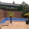Forrar de poliester el suelo de la piscina