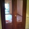 Lijar y barnizar una puerta de entrada