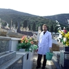 Grabar nombres y fechas en lapida de cementerio