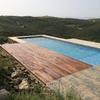 Solado madera alrededor piscina