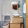 Pintar una habitación, dos baños pequeños y empapelar habitación
