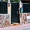 Cambiar puerta entrada vehículos y puerta peatonal en valla de chalet en campello (alicante)