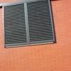 Reparar dos persianas de lamas de aluminio motorizadas