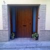 Zocalo de la calle y laterales de dos ventanas y una puerta en olivenza
