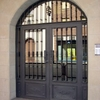 Tres Puertas con Vidriera y Otras Seis Lisas o Con Adorno