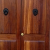 Sustituir todas las puertas de casa y colocar parquet flotante de buena calidad en toda la vivienda