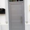 Suministrar puerta de aluminio color plata