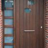 Pintura de puertas exteriores y barandilla de escalera