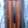 Cerrameinto en un porche exterior de madera