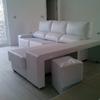 Tapizar dos piezas de espuma para un sofá hecho con palets