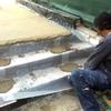 Revestir los peldaños de una escalera de caracol de hierro