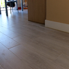 Cambiar suelo vivienda  poner cerámica imitación madera