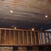 Colocación en el techo, de un friso de madera la medida es 32 metros