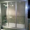 Instalacion de mamparas de baño en vestuario