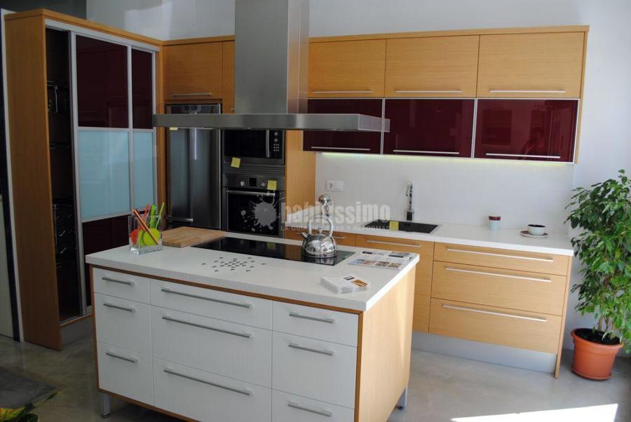Cocina rechapada combinada con lacado blanco satinado 2000 ofertas muebles - Muebles romero valencia ...