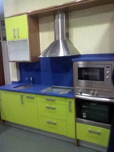 Oferta muebles de cocina en alto brillo con silestone por for Oferta muebles cocina