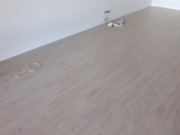 PACK DE SUELO LAMINADO  AC5 TODO INCLUIDO 25,60 €/m² (Mínimo 25m²)
