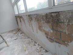 Alisado de pared interior con desperfectos antes