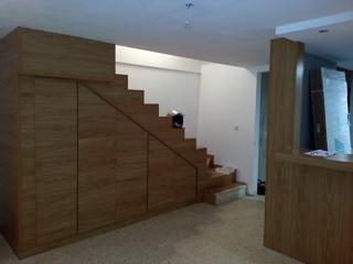 Oferta armarios y vestidores a precio de coste 50 dto for Armario debajo escalera