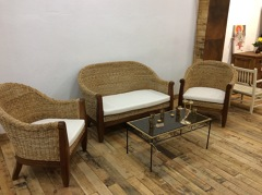 Conjunto muebles mimbre.