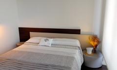 elegante dormitorio exposición