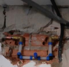 Instalación de tuberías y tomas de agua