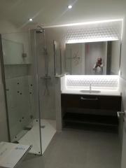 Mueble de baño retroiluminado