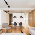 Salón con pared de madera