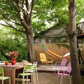 jardín con valla de madera