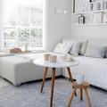 salón con persiana blanca